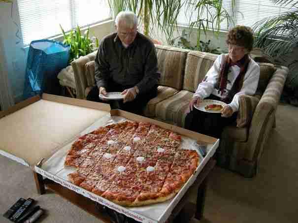 Πως να σκεφτείς τη χοληστερίνη με τέτοια πίτσα..