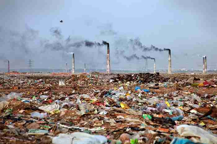 Τοπίο με σκουπίδια στο Μπαγκλαντές