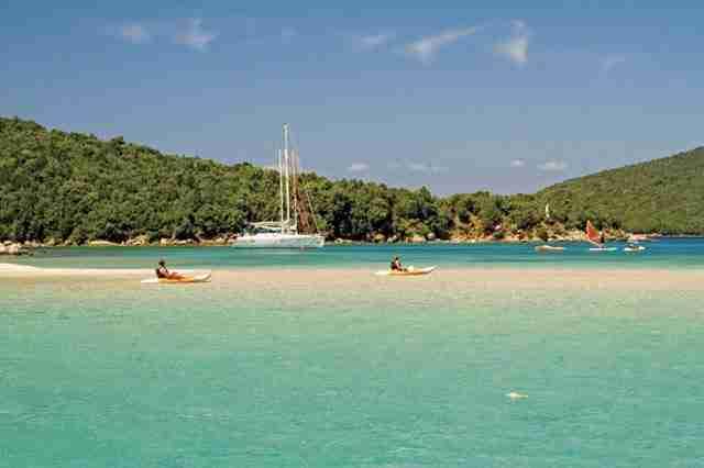 Τα νερά στα Σύβοτα παραπέμπουν σε Καραϊβική!