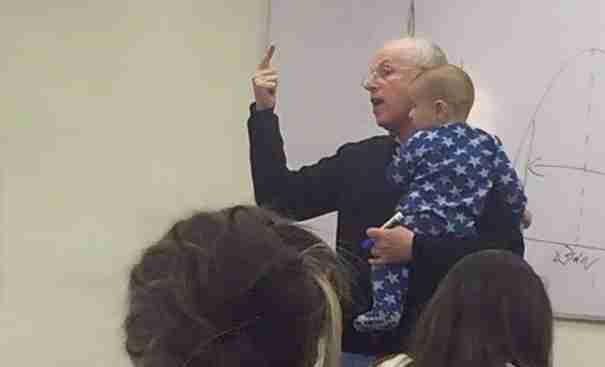 Ο καθηγητής Sydney Engelberg με μια απλή χειρονομία κατάφερε να εμπνεύσει εκατομμύρια ανθρώπους σε όλο τον κόσμο!