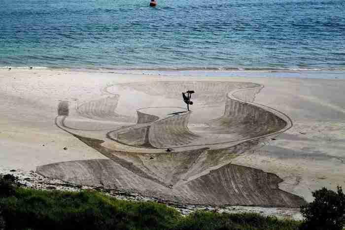 Αρχικά θα νομίζετε ότι είναι σκάφη μέσα στη θάλασσα. Δείτε όμως πιο προσεκτικά..