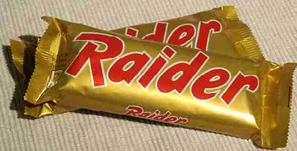 Η σοκολάτα Raider. Σας θυμίζει κάτι η συσκευασία; Αργότερα μετονομάστηκε σε Twix.