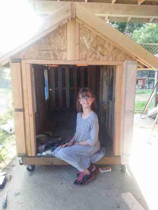 Το 9χρονο κορίτσι με την μεγάλη ψυχή που φτιάχνει σπίτια για άστεγους
