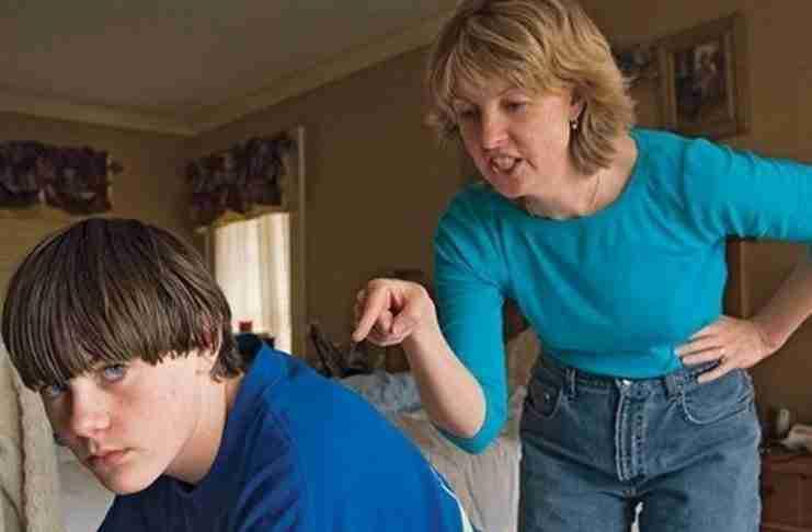 20 Πράγματα που δεν πρέπει να πεις με τίποτα στη μάνα σου… (αλλιώς προκαλείς τη μοίρα σου)!