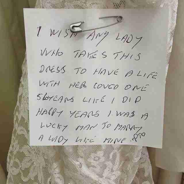Αποφάσισε να δωρίσει το νυφικό της γυναίκας του! Το γιατί, είναι πολύ συγκινητικό..