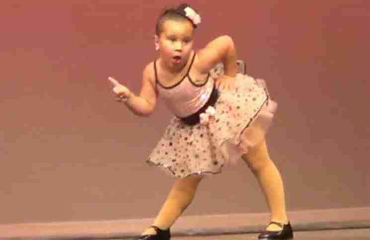 Αυτή η 6χρονη μπαλαρίνα θα σας κλέψει τη καρδιά με την απόδοσή της!