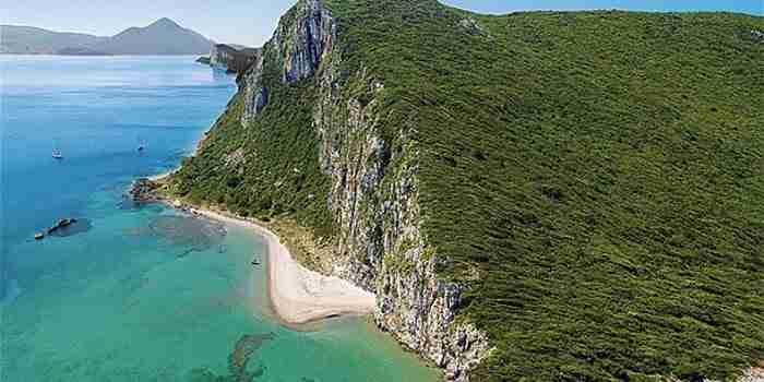 Η παραλία Γλώσσα στη Μεσσηνία