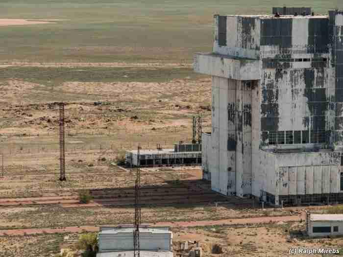 Ένας άντρας μπήκε μέσα σε αυτό το εγκαταλελειμμένο κτίριο. Αυτό που είδε ήταν καταπληκτικό!!