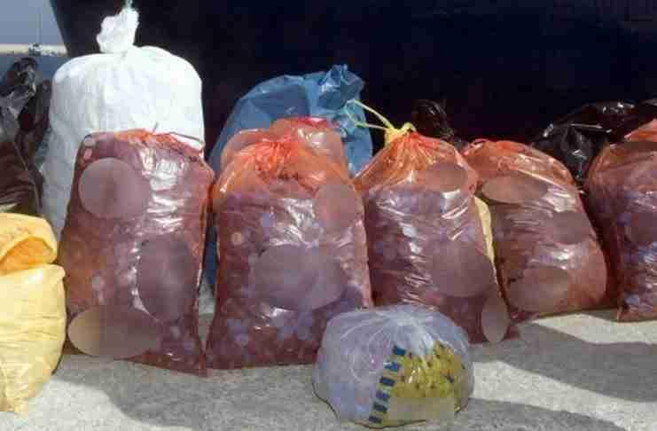 Θεσσαλονίκη: Συγκέντρωσαν πλαστικά καπάκια 3,5 τόνων για να αγοράσουν αναπηρικά καροτσάκια
