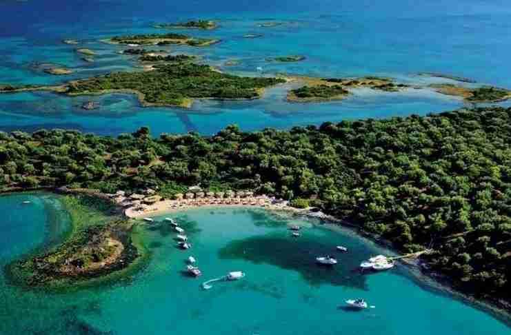 Δίπλα στην Εύβοια υπάρχει ένας κρυμμένος παράδεισος που θυμίζει Σεϋχέλες!