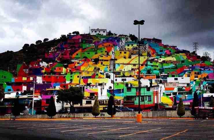 Καλλιτέχνες του δρόμου ζωγραφίζουν μια ολόκληρη πόλη για να σταματήσουν τη βια