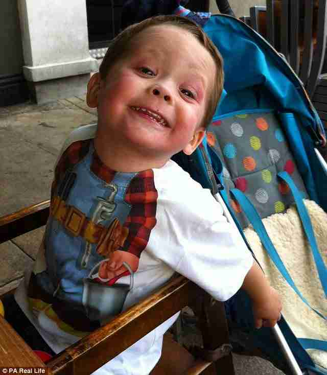 «Μανούλα, άσε με να πεθάνω» – Η ιστορία του 5χρονου Μόργκαν που συγκλονίζει