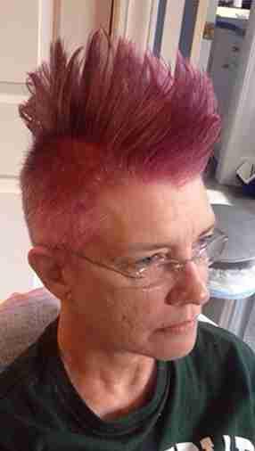Μια μαμά ζήτησε από την κόρη της κάτι διασκεδαστικό πριν χάσει τα μαλλιά της από τις χημειοθεραπείες