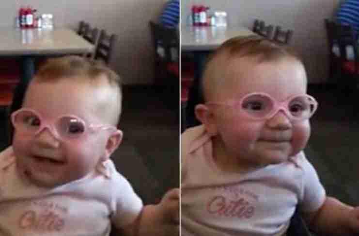 Ένα μωρό βλέπει τη μαμά και τον μπαμπά καθαρά για πρώτη φορά. Η αντίδρασή του; Ανεκτίμητη