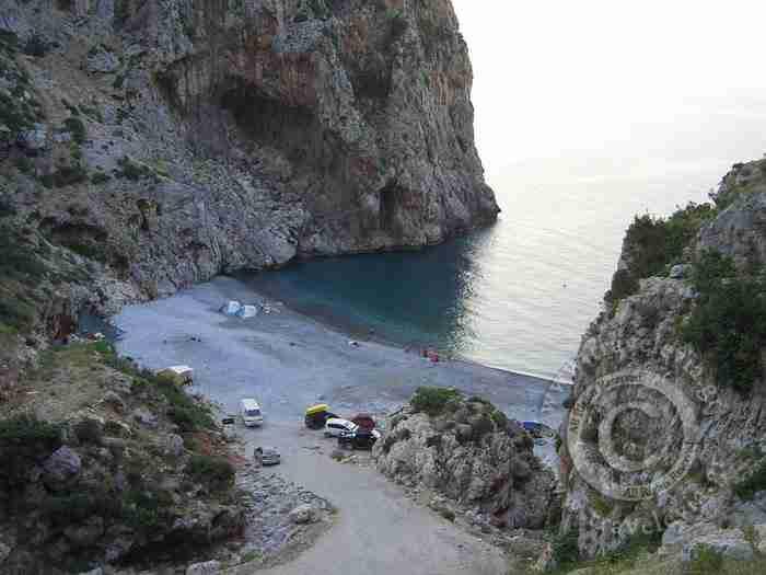 Βύθουρη: Η εντυπωσιακή παραλία της Εύβοιας που λίγοι άνθρωποι γνωρίζουν!