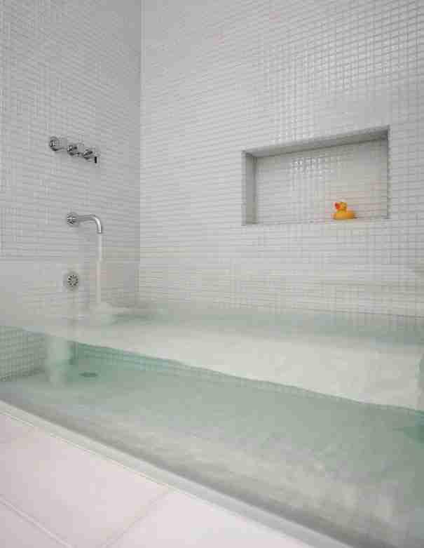 Γυάλινη μπανιέρα