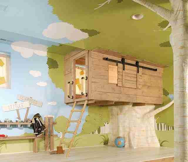 Ένα δεντρόσπιτο στο παιδικό δωμάτιο