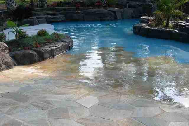 Αυτή τη πισίνα..
