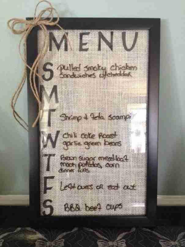 Έχετε εστιατόριο; Φτιάξτε μια πινακίδα για να βλέπουν όλοι το μενού σας με μια παλιά κορνίζα.