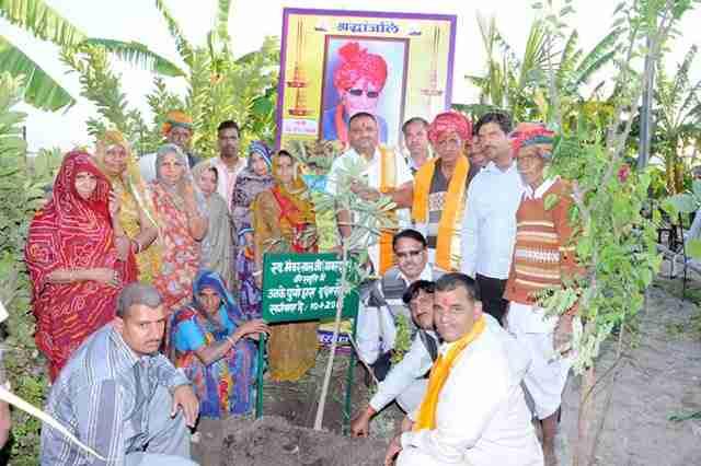 Οι κάτοικοι ενός χωριού της Ινδίας φυτεύουν 111 δέντρα κάθε φορά που γεννιέται ένα κορίτσι