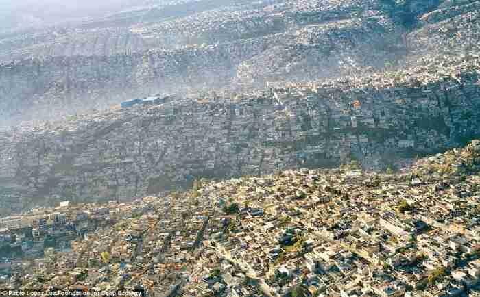 Η θέα πάνω από την Πόλη του Μεξικού (μια πόλη με περισσότερους από 20 εκατομμύρια κατοίκους).