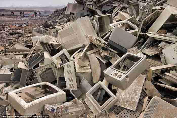 Τόνοι (κυριολεκτικά) σπασμένων ηλεκτρονικών συσκευών καταλήγουν στις αναπτυσσόμενες χώρες.