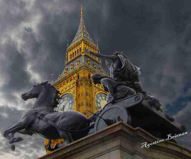 Οι Βρετανικές πένες βοηθούν το ρολόι στο Big Ben του Λονδίνου, να δείχνει πάντα τη σωστή ώρα.