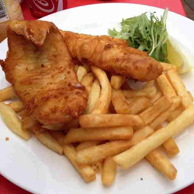 """Τα """"Fish and chips"""" μπορεί να είναι συνώνυμα με το αγγλικό φαγητό, αλλά ήρθαν στη χώρα για πρώτη φορά το 1860 από έναν Εβραίο μετανάστη."""