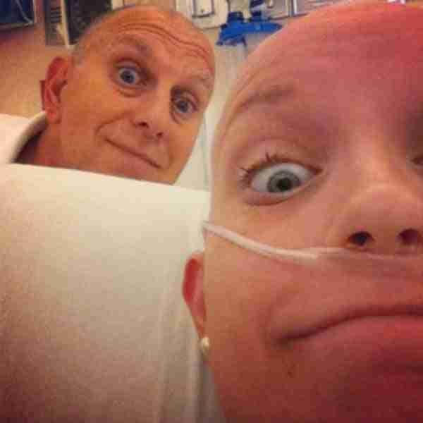 Αυτό το νεαρό κορίτσι παλεύει και κερδίζει καρκίνο και χημειοθεραπείες με... την αισιοδοξία!