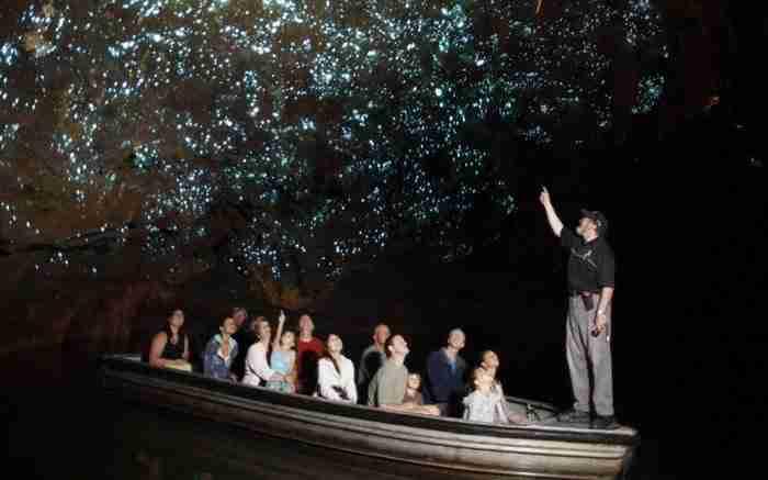 Αυτό το εντυπωσιακό σπήλαιο γεμάτο πυγολαμπίδες στη Νέα Ζηλανδία!