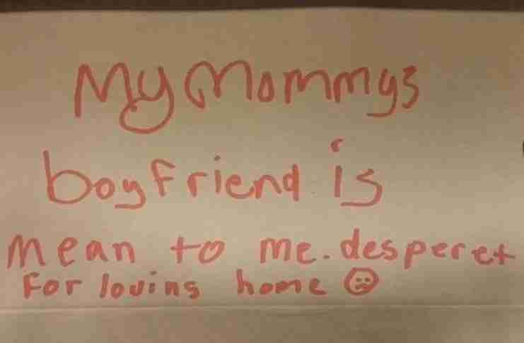 Μια γυναίκα βρήκε ένα κουτί που έγραφε κάτι απ' έξω. Αλλά αυτό που υπήρχε μέσα..