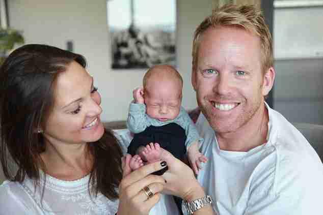 Είναι η πρώτη γυναίκα που γέννησε με αυτό τον τρόπο! Και είναι η πιο χαρούμενη μανούλα στον κόσμο!