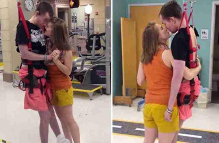 Ένας τετραπληγικός χαρίζει στη σύζυγο του τον πρώτο τους χορό, δύο χρόνια μετά το γάμο τους