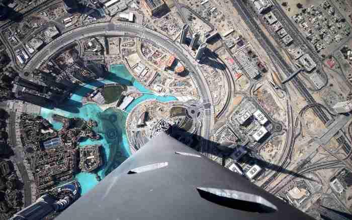 Η θέα από τον ουρανοξύστη BurjKhalifa. Πόσο ψηλά; 828 μέτρα ή 163 ορόφους..