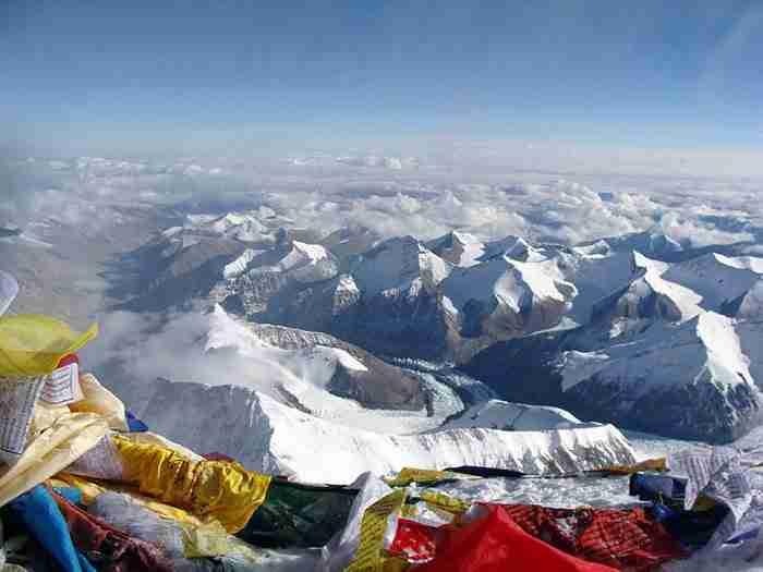 Τη θέα από την κορυφή του Έβερεστ.
