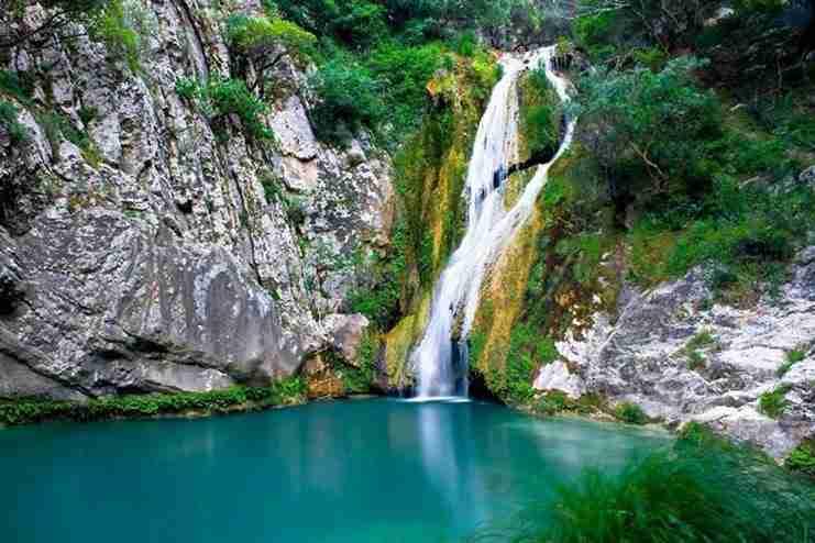 Η γαλάζια λίμνη της Ελλάδας βρίσκεται στη Μεσσηνία