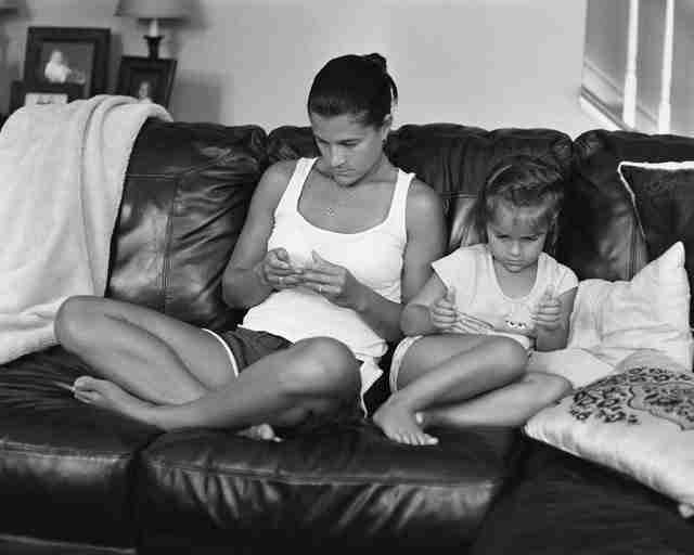 Φωτογράφος αφαιρεί τα κινητά τηλέφωνα από τις φωτογραφίες για δείξει κάτι σημαντικό