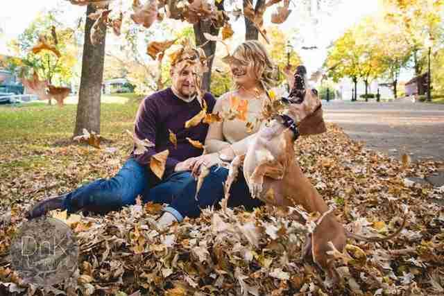 Το ζευγάρι ήθελε να βγάλει μια αναμνηστική φωτογραφία. Αλλά δεν ρώτησαν τον σκύλο τους..