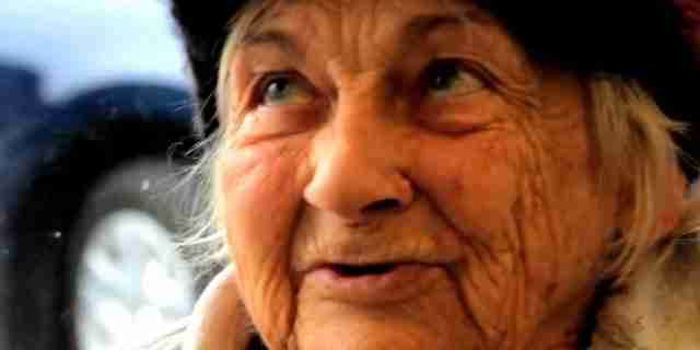 Γνώρισε μια άστεγη γυναίκα στα δημόσια πλυντήρια. 20 χρόνια μετά άλλαξε τη ζωή της για πάντα!