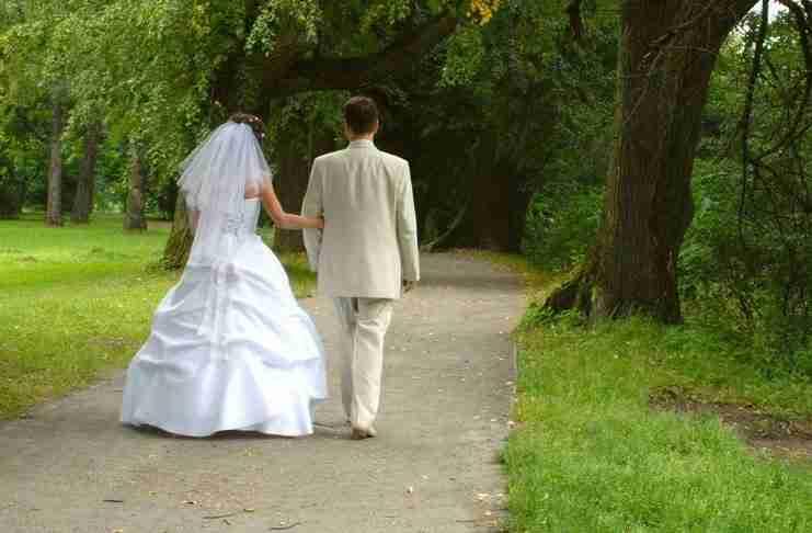 Αρνείται να πληρώσει τον γάμο της θετής του κόρης. Αλλά ο λόγος είναι που έχει σημασία..