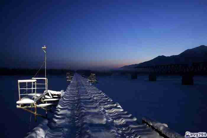 Την αποκαλούν τη πιο τρομακτική γέφυρα οχημάτων στον κόσμο. Οι φωτογραφίες τους επιβεβαιώνουν..