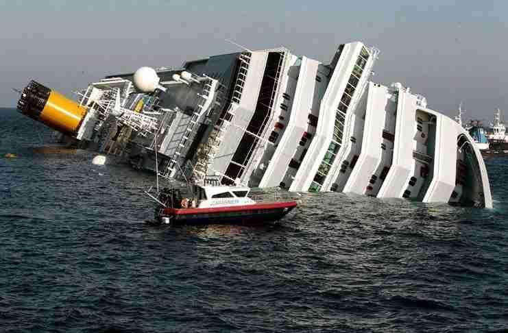 Έσπρωξε τη γυναίκα του για να σωθεί αυτός από το βυθισμένο πλοίο. Αλλά η πραγματικότητα είναι πολύ διαφορετική..