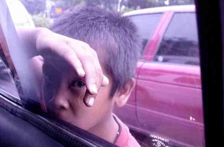 Ένας άντρας πήγε βόλτα ένα φτωχό παιδί με το αυτοκίνητό του. Αλλά στη βόλτα τους έγινε κάτι που δεν θα ξεχάσει ποτέ