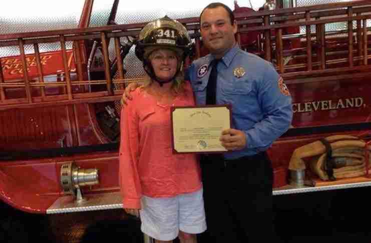 Αυτό που έκανε αυτός ο πυροσβέστης για ένα μικρό αγόρι, ήταν πάνω από το καθήκον του