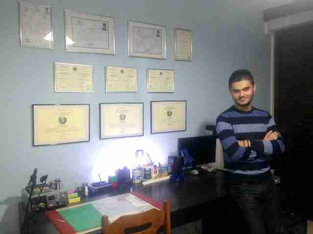 """17χρονος στην Κυπαρισσία δημιούργησε με 50 ευρώ ένα """"έξυπνο"""" ηλεκτρονικό δωμάτιο"""