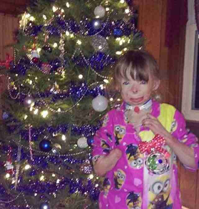 Το ορφανό κορίτσι που ζήτησε κάρτες για το δέντρο του έχει λάβει ήδη 200.000!