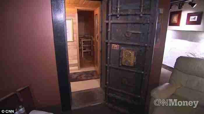 Αγόρασε μια τράπεζα που χτίστηκε το 1872 και την μετέτρεψε σε ένα απίθανο σπίτι!