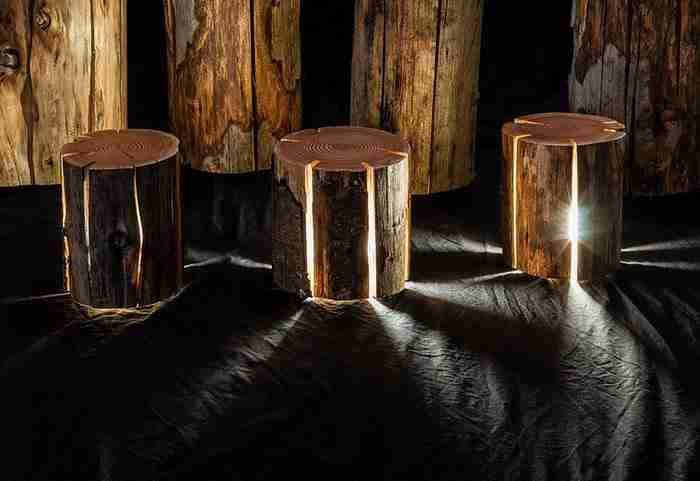 Αν και σχεδόν τυφλός μεταμορφώνει κομμάτια ξύλου σε υπέροχα φωτιστικά. Οι φωτογραφίες είναι μαγικές!
