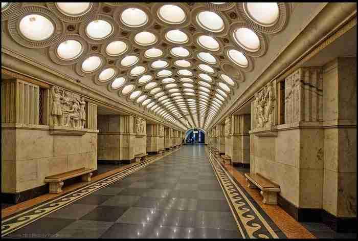 Μετρό Μόσχας: Ένα εντυπωσιακό υπόγειο παλάτι!