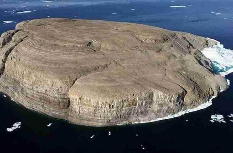Καναδάς και Δανία τσακώνονται γι' αυτό το νησί. Αλλά το πως το κάνουν είναι που έχει σημασία..